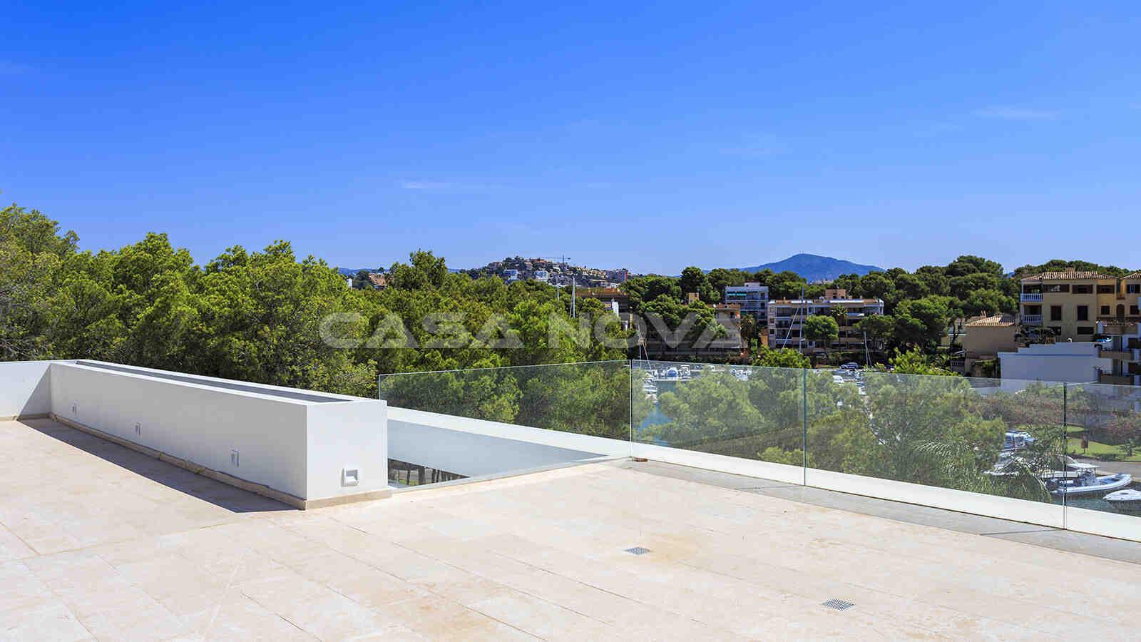 Moderne Dachterrasse mit schönem Weitblick