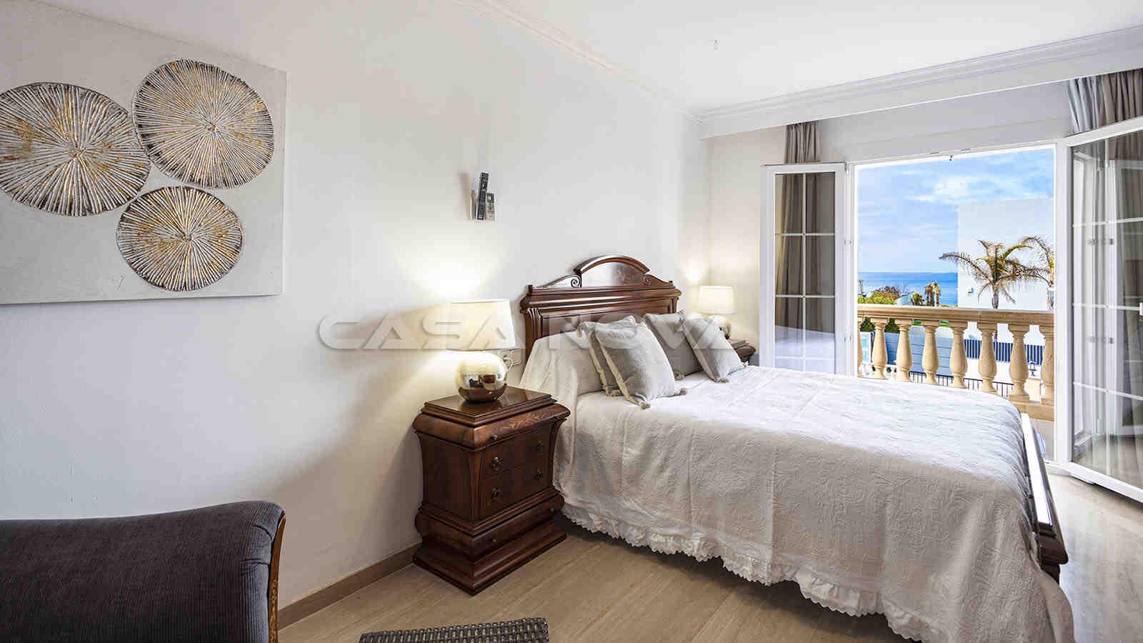 Gemütliches Doppelschlafzimmer mit Meerblick