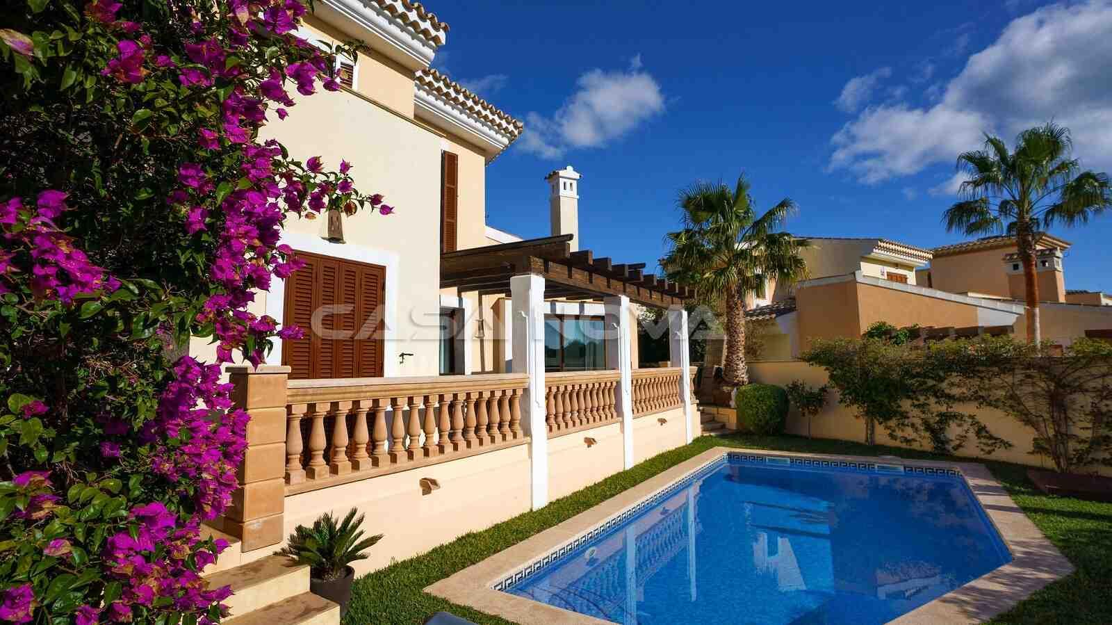 Mediterrane Villa mit Inseltypischer Beflanzung