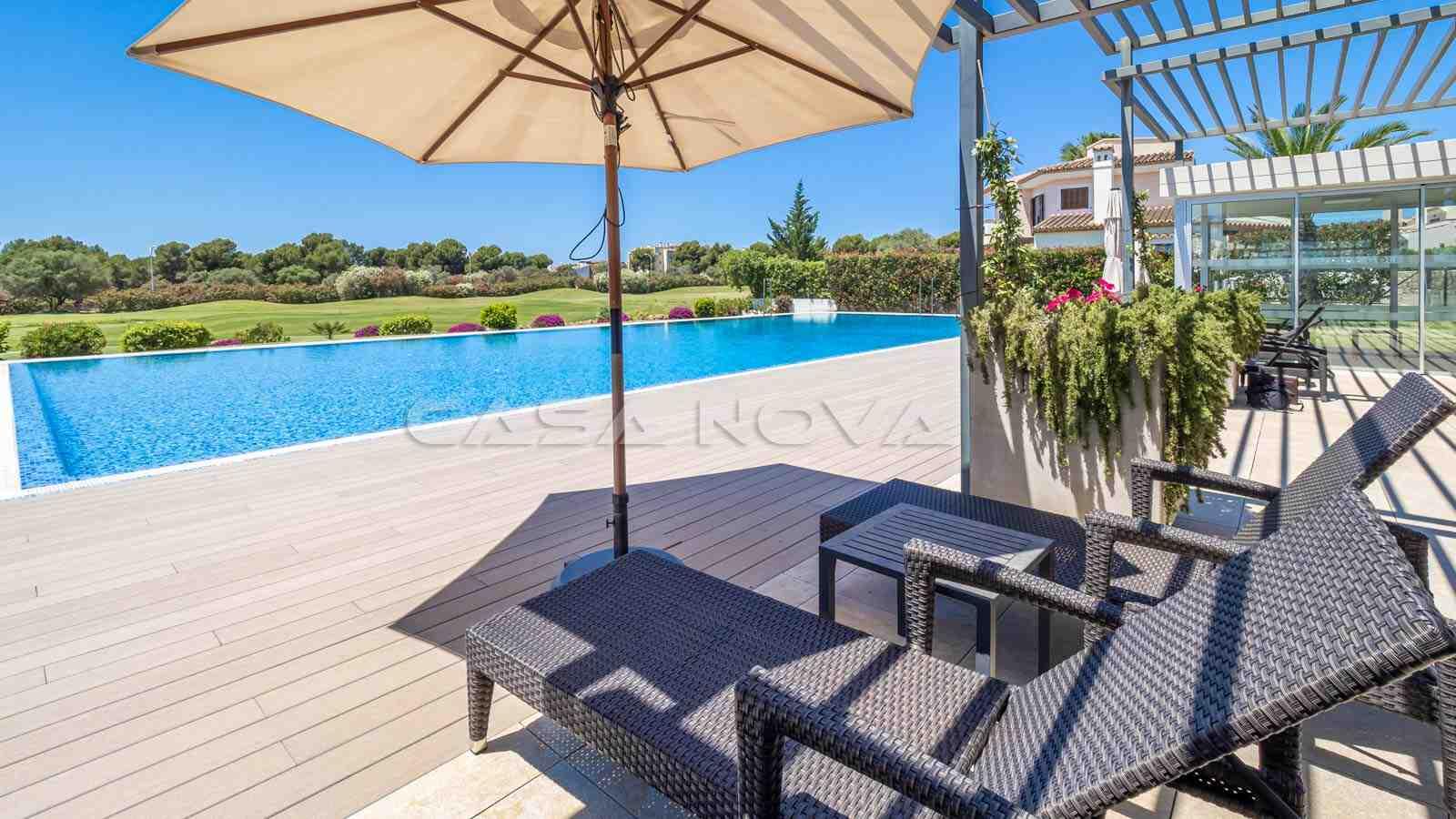 Traumhafte Villa mit Pool in 1. Linie zum Golfplatz