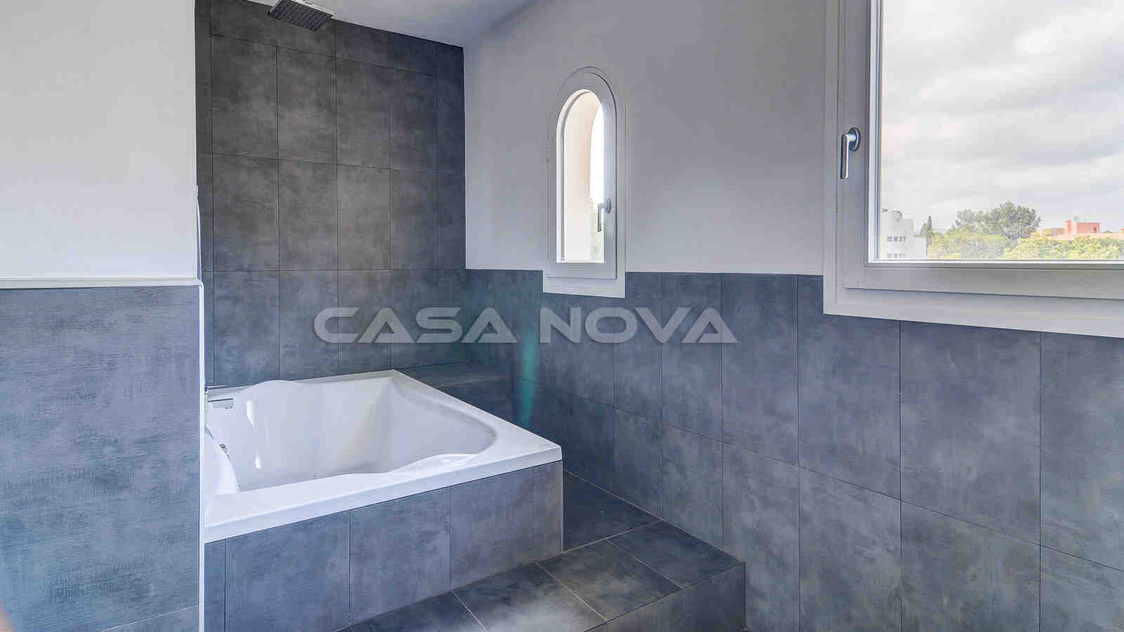 Tolles Badezimmer mit Jacuzzi