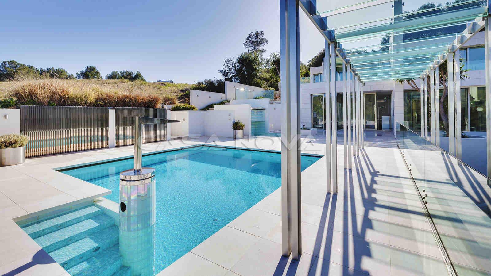 Edel gestalteter Aussenbereich der Luxus Immobilie Mallorca