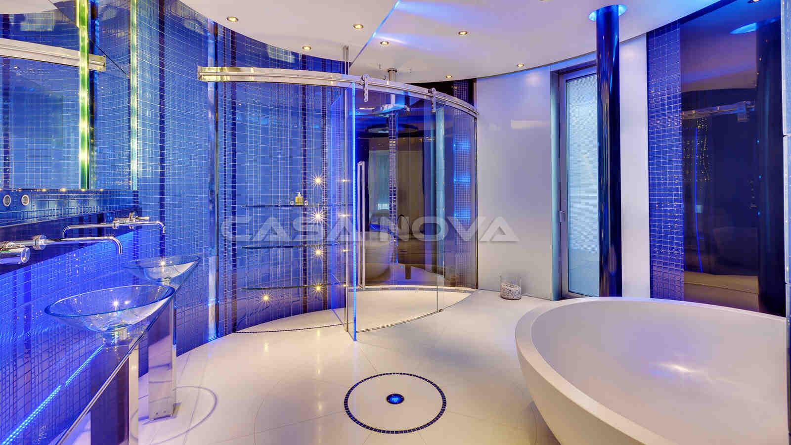 Faszinierendes Badezimmer mit hochwertiger Ausstattung