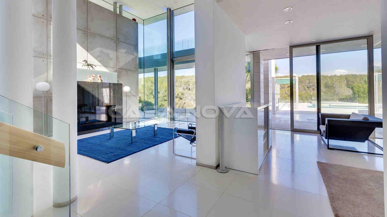 Luxus Immobilie Mallorca mit hohen Decken und lichtdurchfluteten Räumen