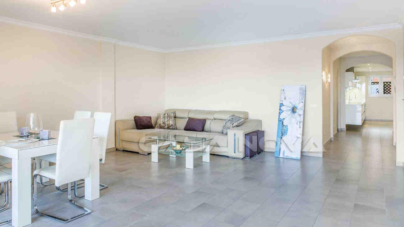 Gemütliches Wohnzimmer mit vielen Gestaltungsmöglichkeiten