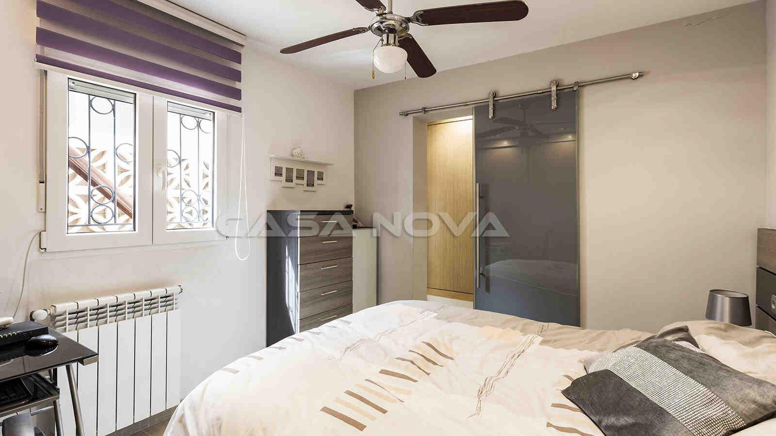 Grosses Schlafzimmer mit Ankleideraum