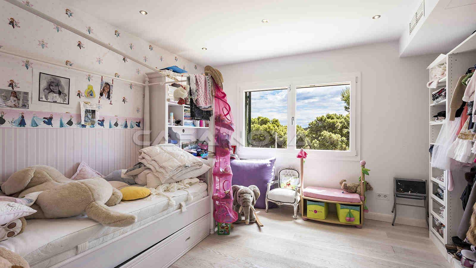 Geräumiges Kinderzimmer mit viel Spielraum