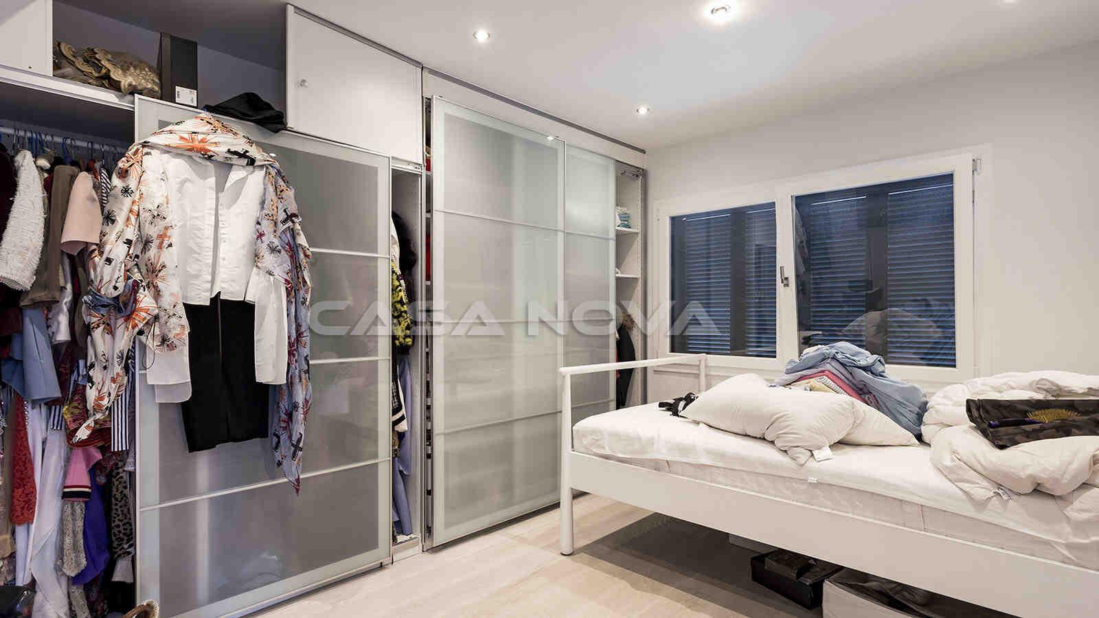 Großzügiges Doppelschlafzimmer mit Einbauschränken