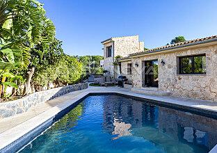 Einzigartige Villa im Finca Stil mit Lizenz zur Ferienvermietung