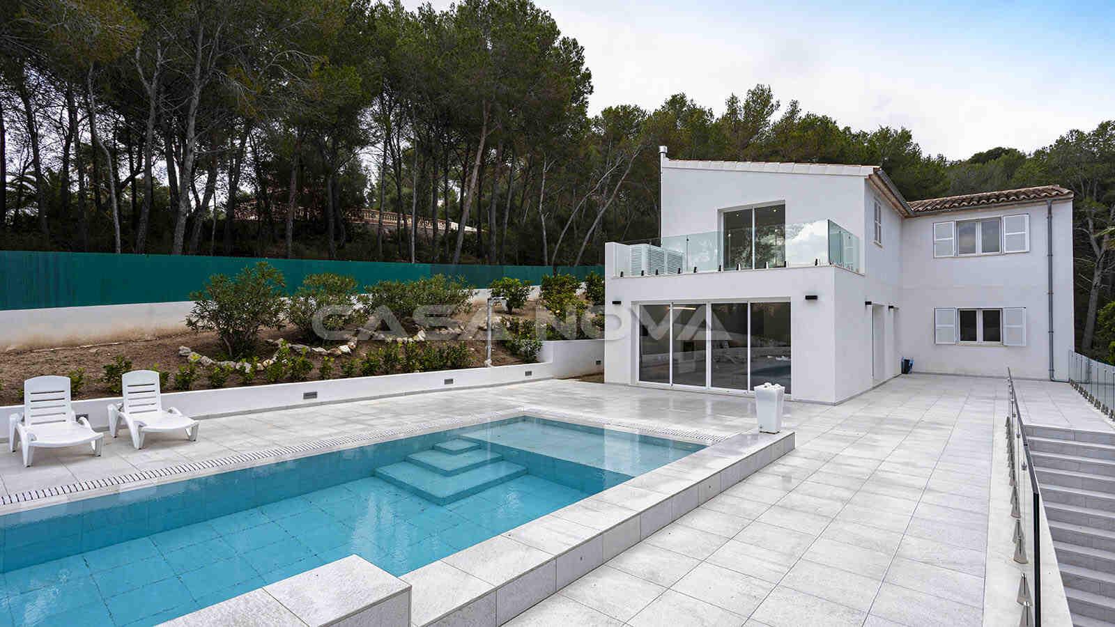 Helle Villa mit modernen Akzenten und Privatsphäre