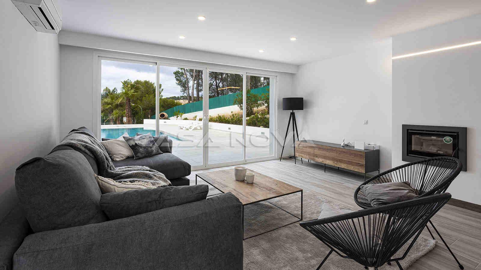 Schickes Mallorca Wohnzimmer mit schönem Blick