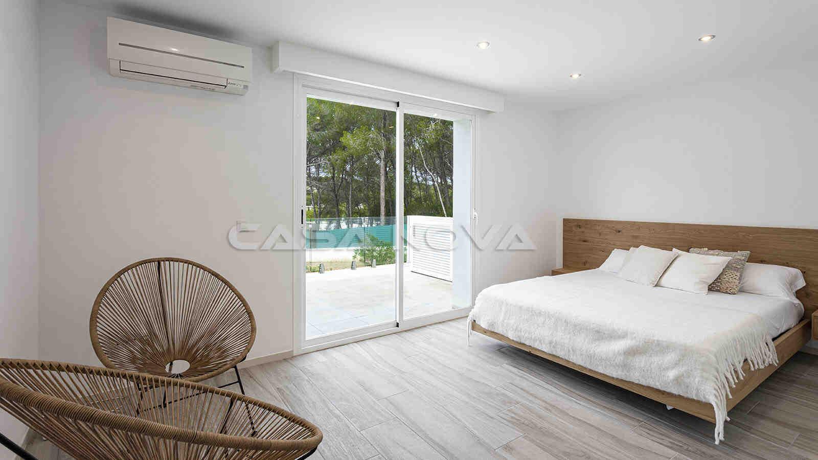 Tolles Hauptschlafzimmer mit privatem Terrassenzugang