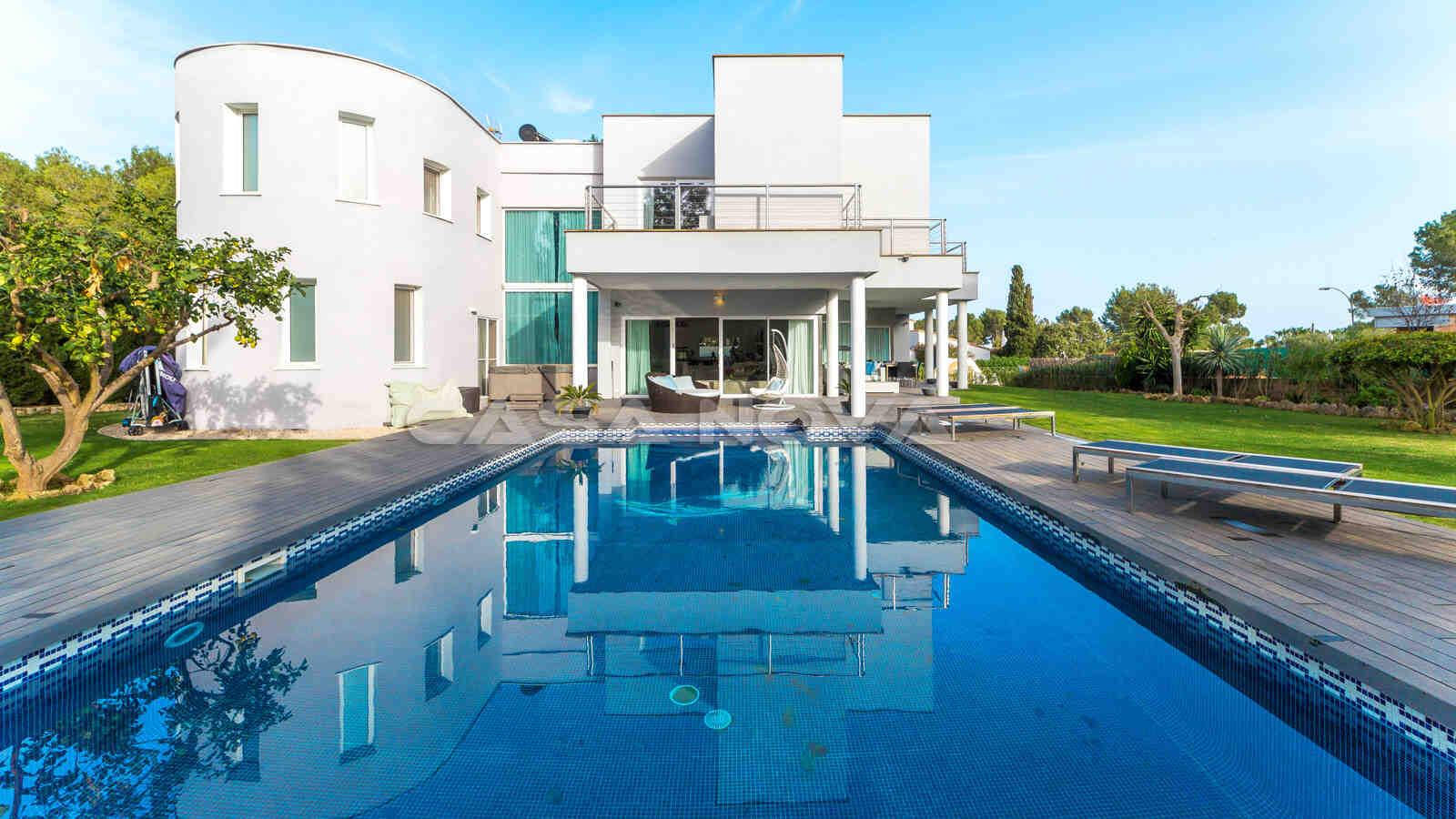 Luxus Immobilie mit Pool und Garten