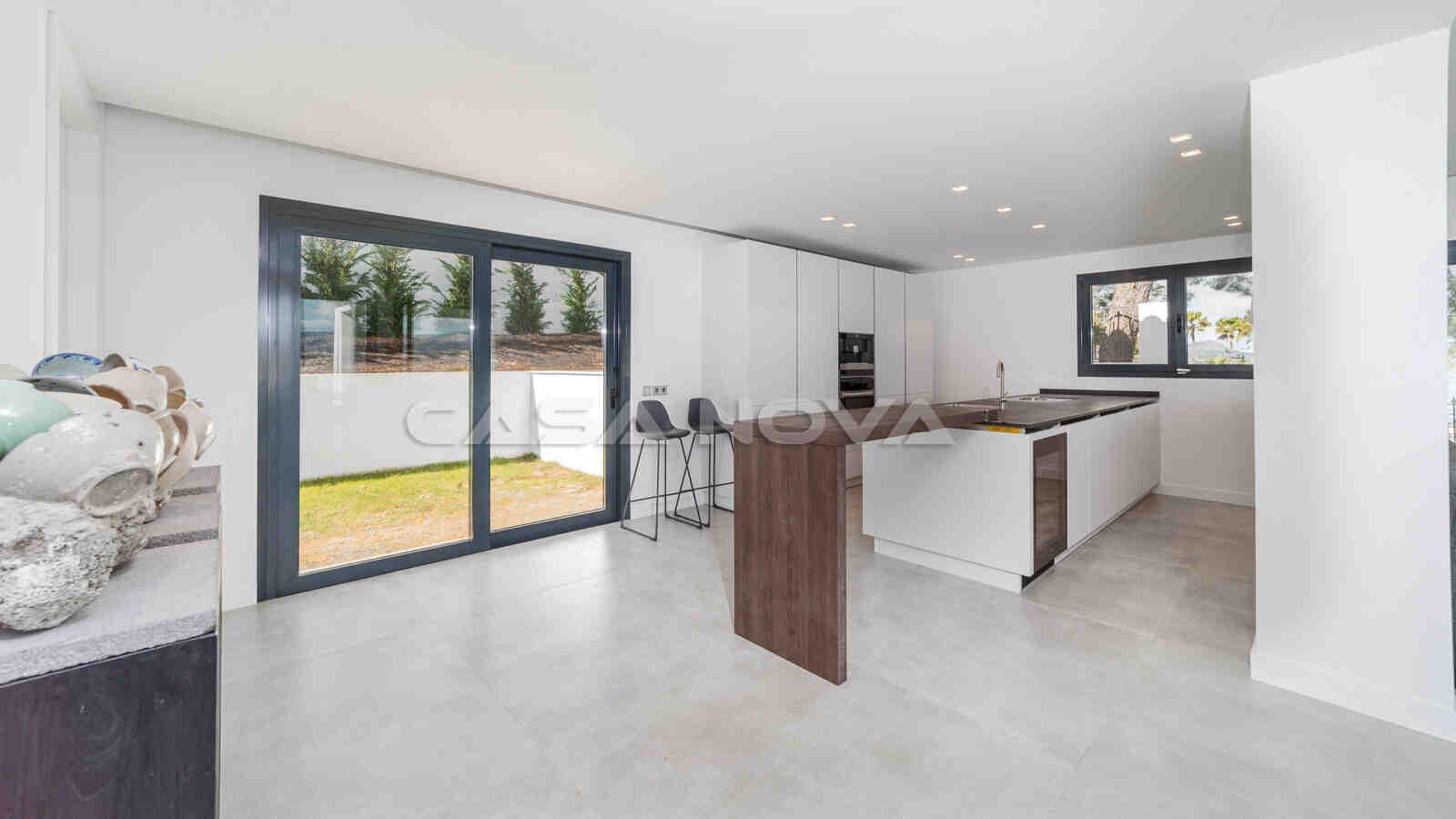 Ref. 2402254 - Moderne Einbauküche mit hochwertigen Elektrogeräten