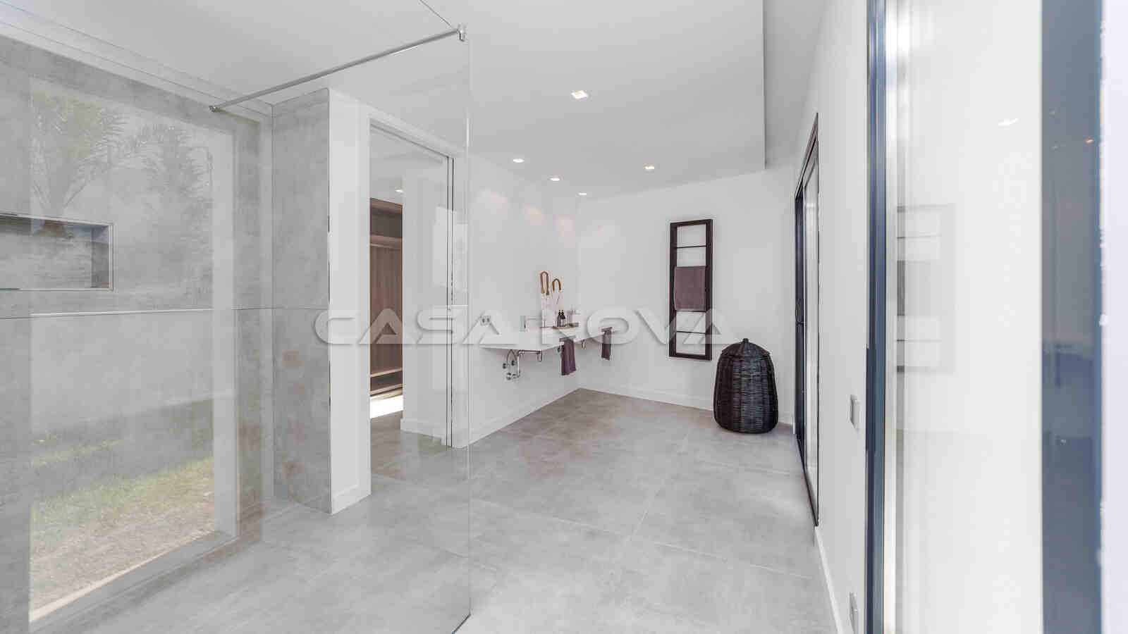 Haupt- Badezimmer mit modernster Ausstattung