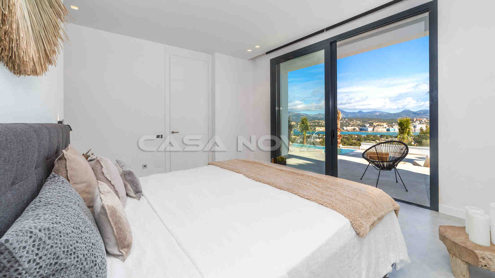 Gemütliches Schlafzimmer mit Panoramablick