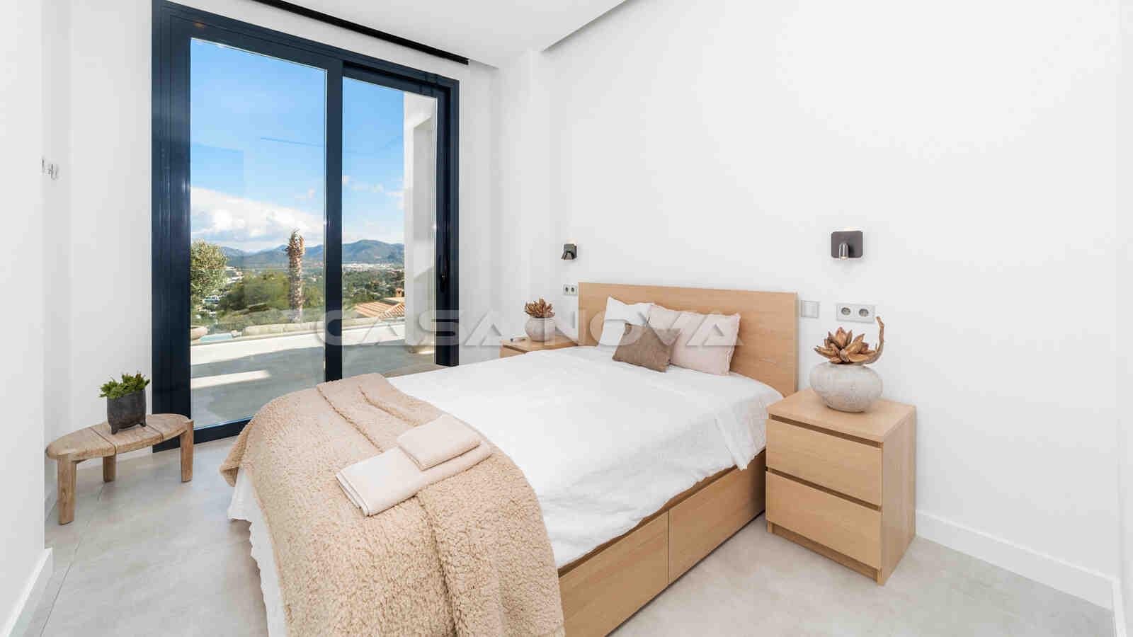 Luxoriöses Schlafzimmer mit offener Terrasse