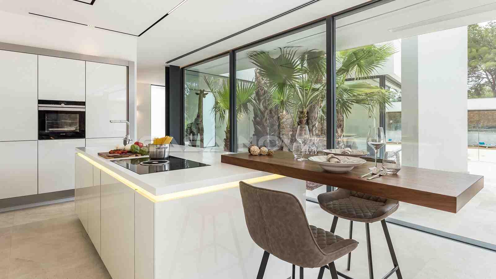 Hochwertige Einbauküche mit Kochinsel