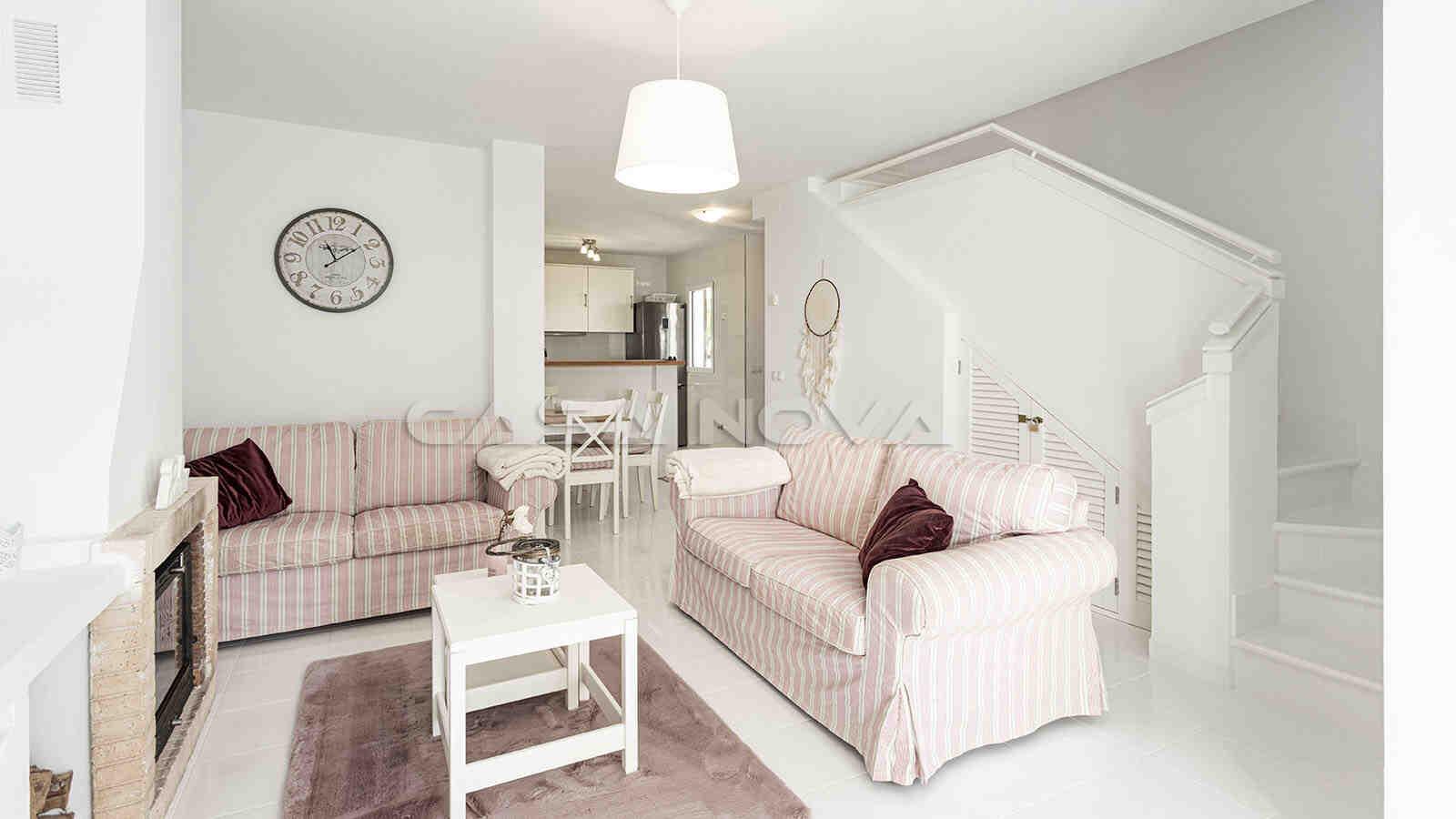 Schönes Wohnzimmer mit vielen Gestaltungsmöglichkeiten