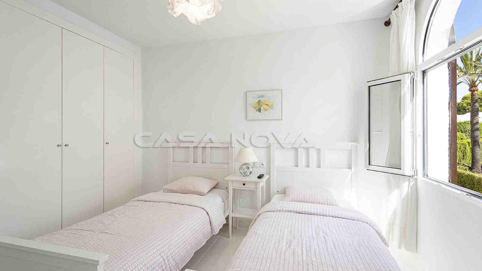 Großes Doppelschlafzimmer mit Einbauschränken