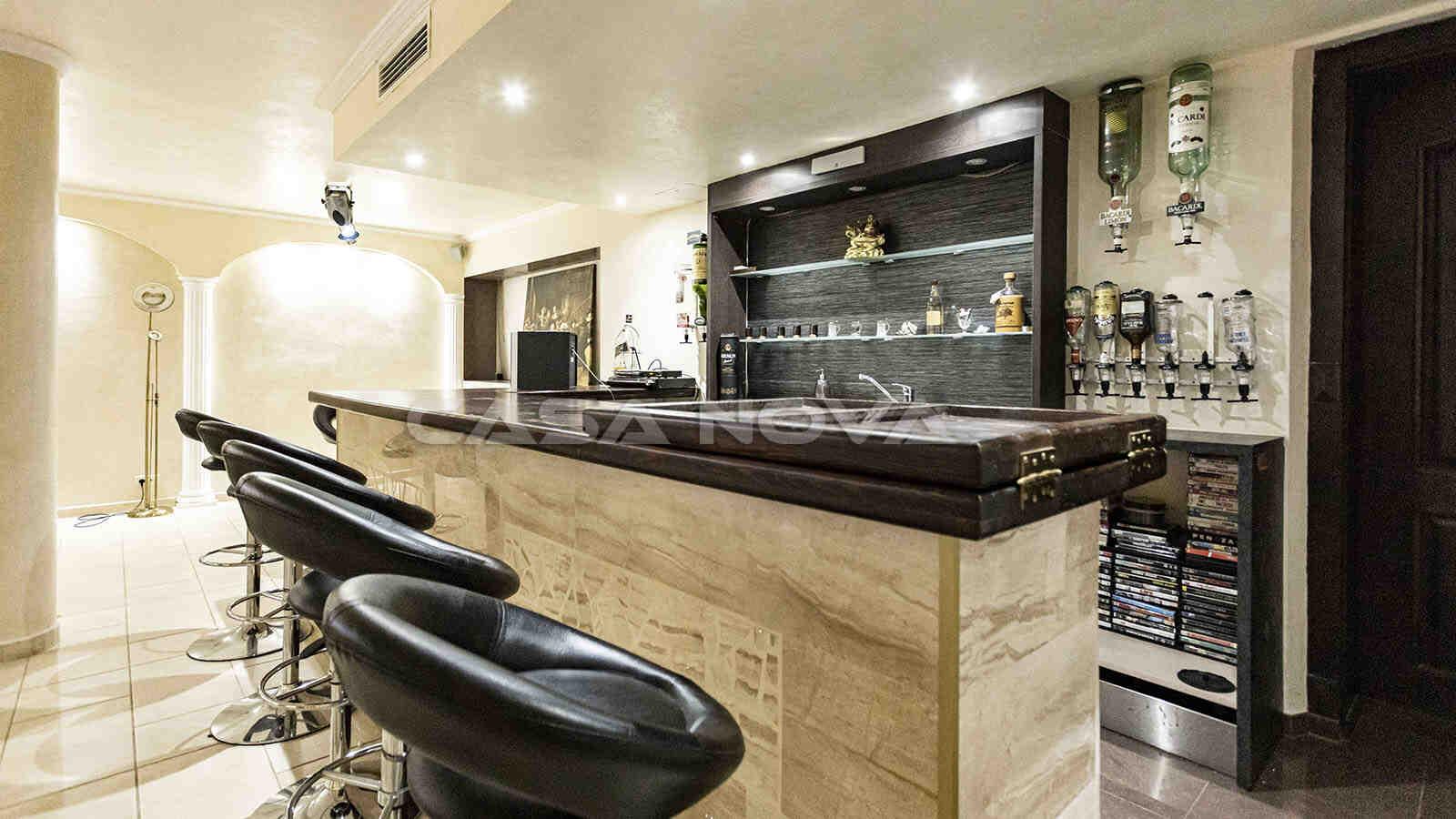 Bar der Mallorca Villa im Kellerbereich