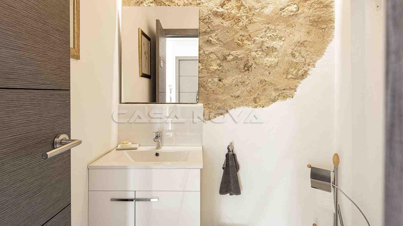 Badezimmer mit rustikalen Elementen