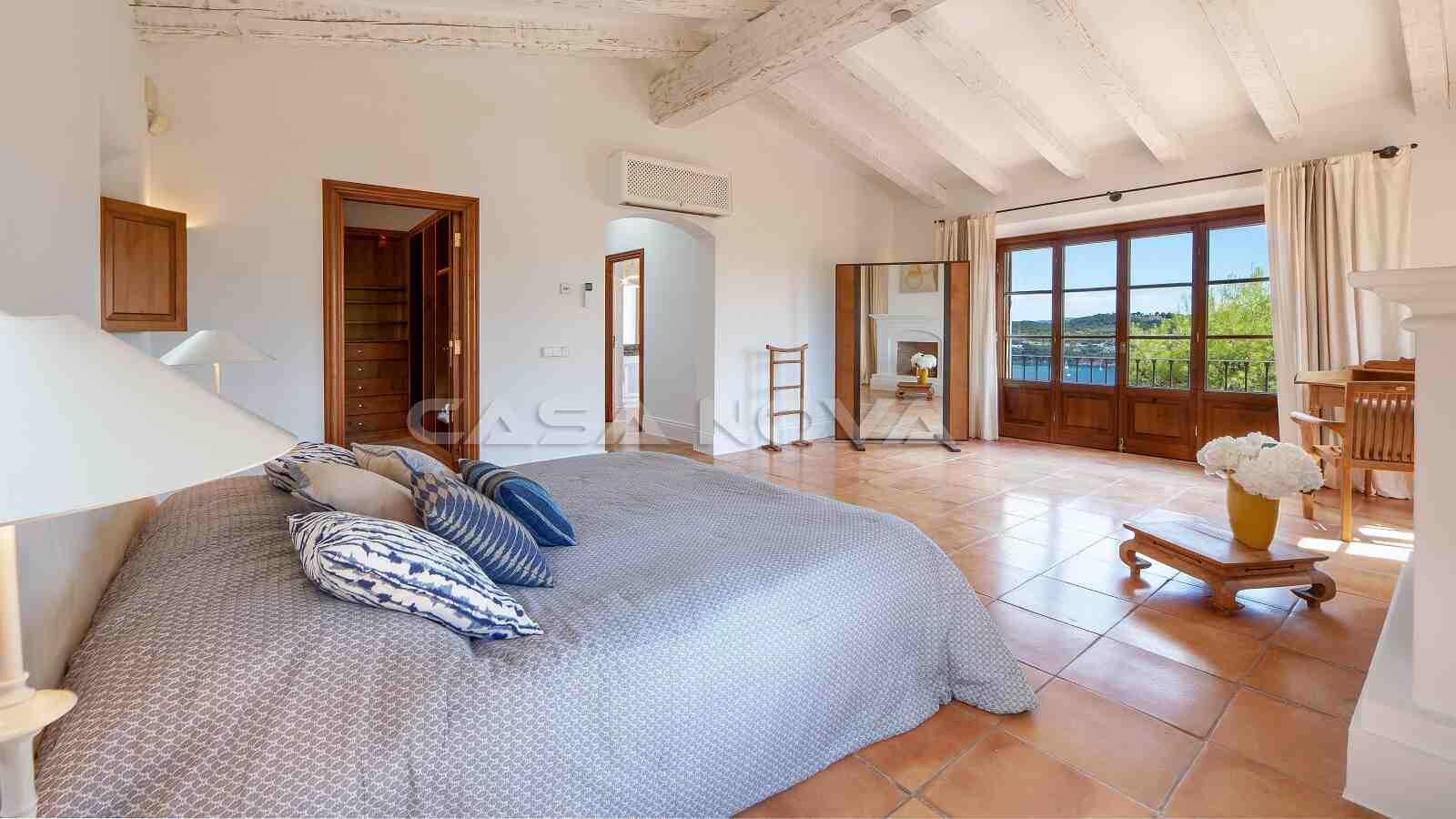 Grosses Hauptschlafzimmer mit Meerblick