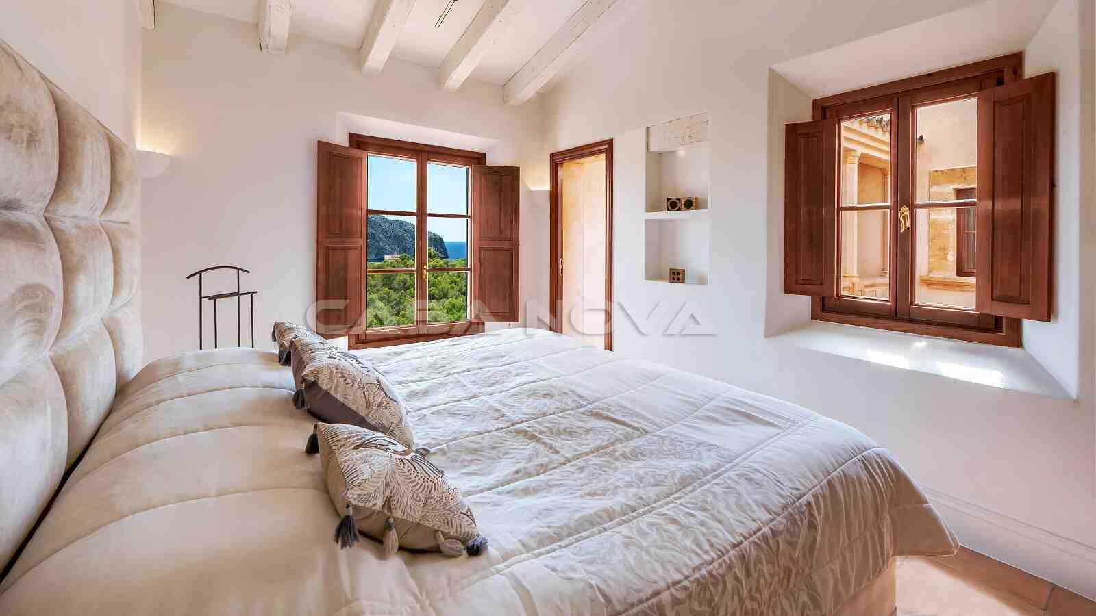 Modernes Schlafzimmer mit Bad en Suite