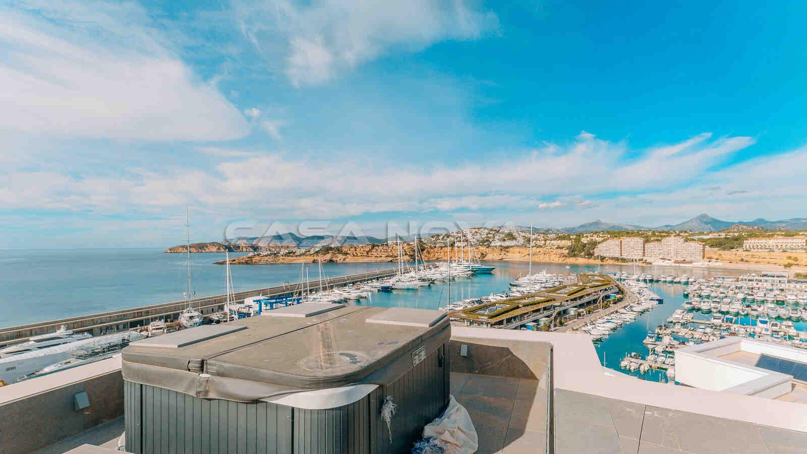 Jaccuzi auf der Dachterrasse mit 180 Grad Blick über den Yachthafen