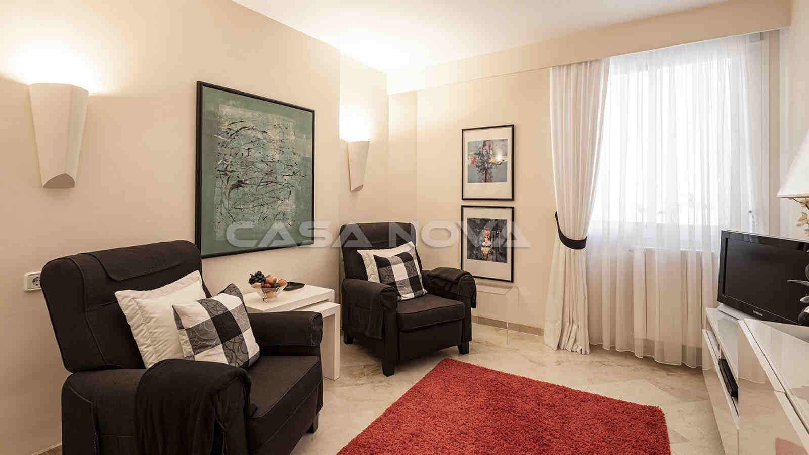 Charmantes Gästezimmer mit schöner Beleuchtung