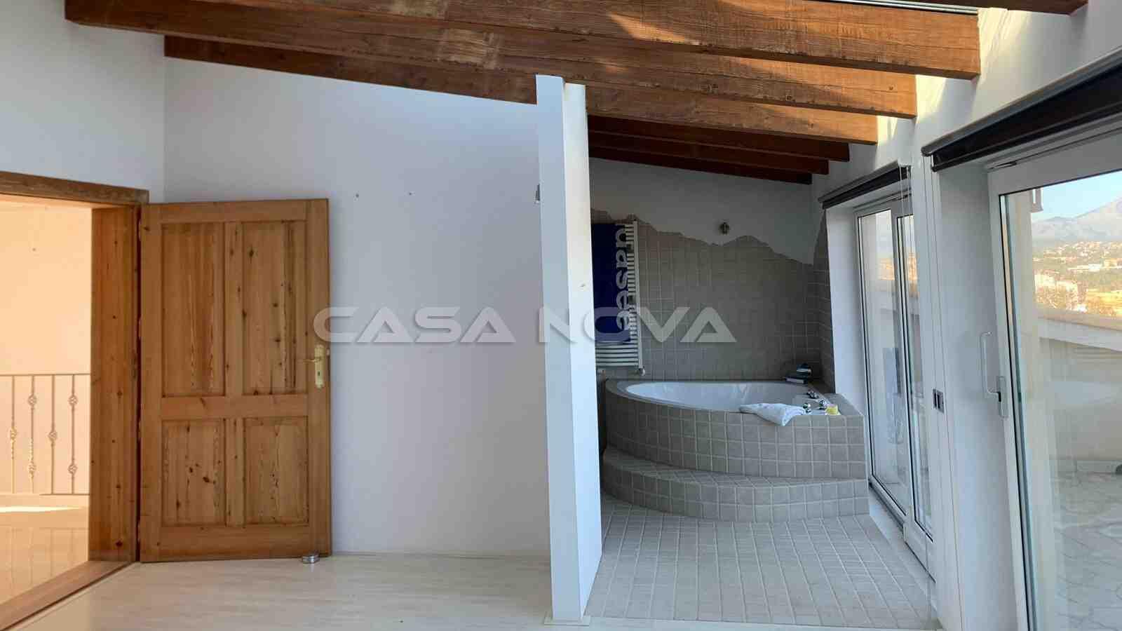 En Suite Badezimmer mit Badewanne des Hauptschlafzimmers