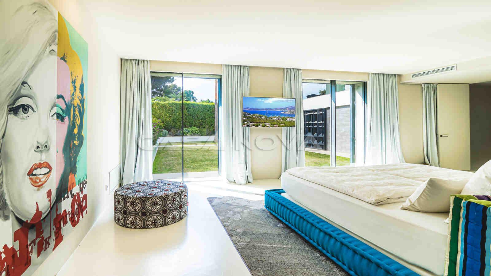 Großzügiges Doppelschlafzimmer mit Terrassenzugang
