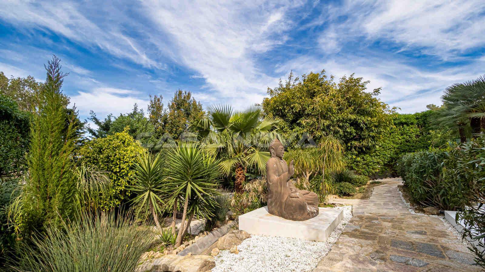 Idyllischer Gartenbereich zum Genießen und Entspannen