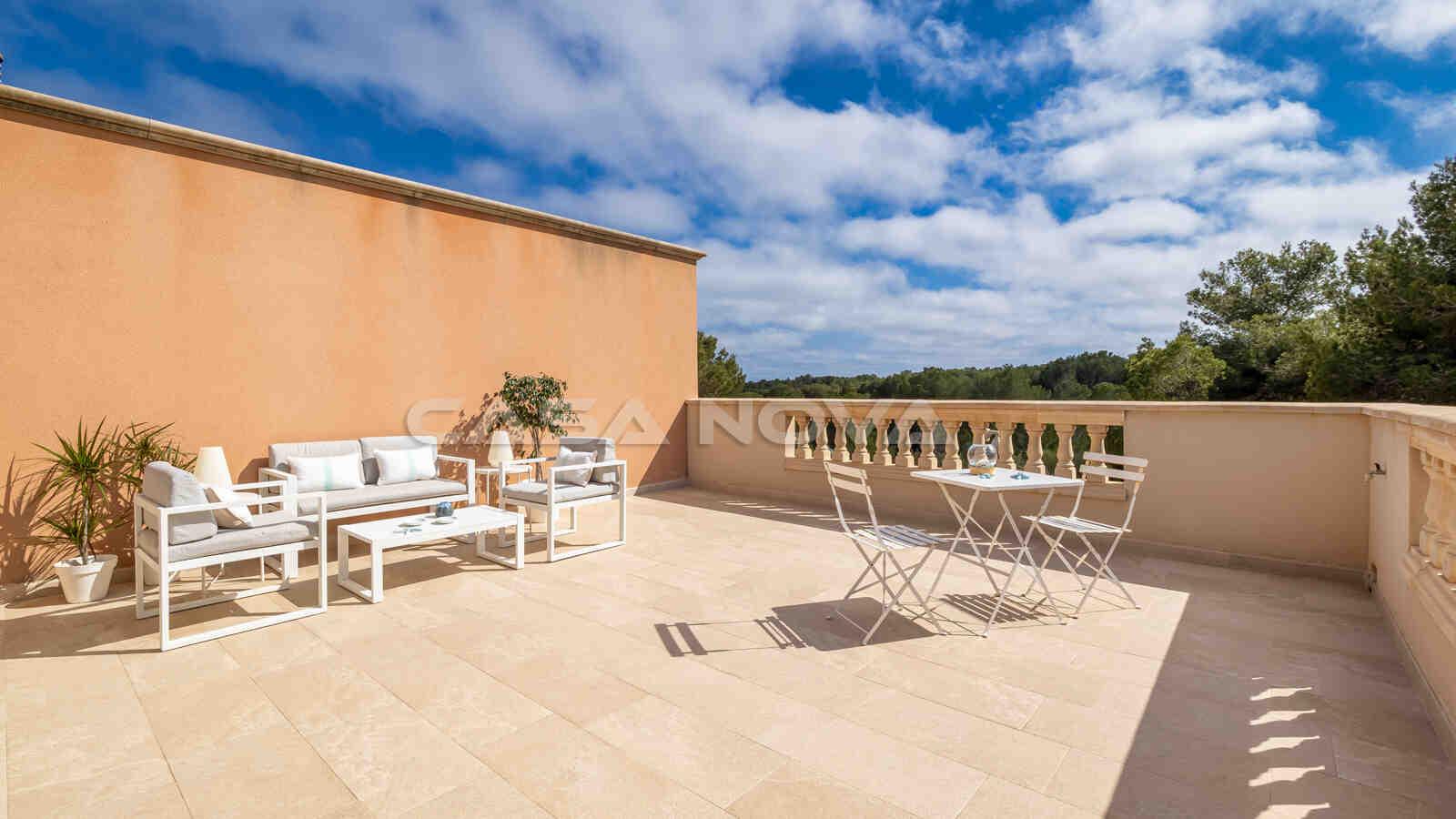 Weitläufige Terrasse mit Chillout - Bereich