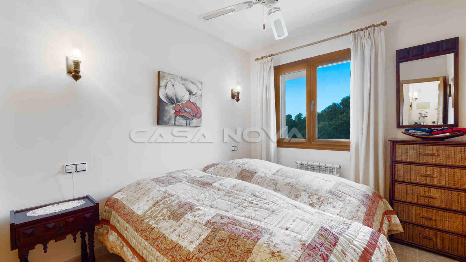 Herrliches Schlafzimmer mit Einbauschränken