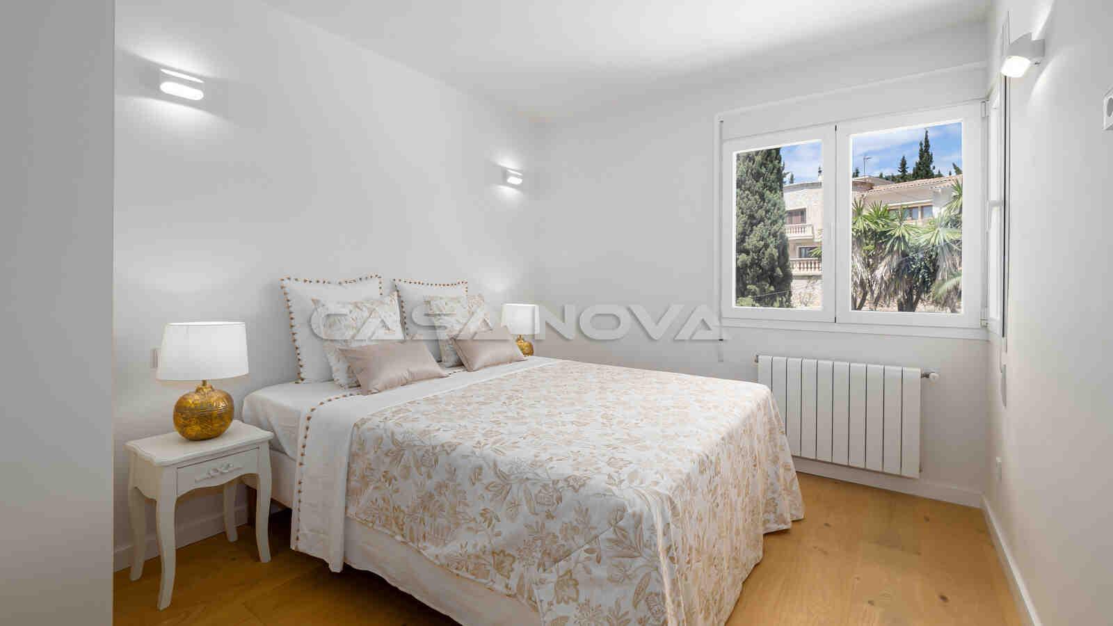 Helles Schlafzimmer mit toller Einrichtung
