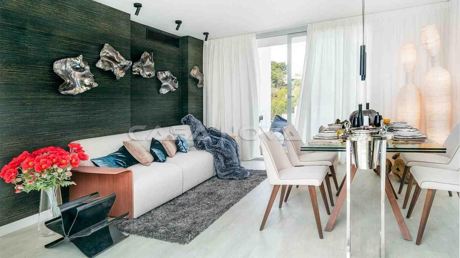 Heller Wohnraum mit Terrassenzugang