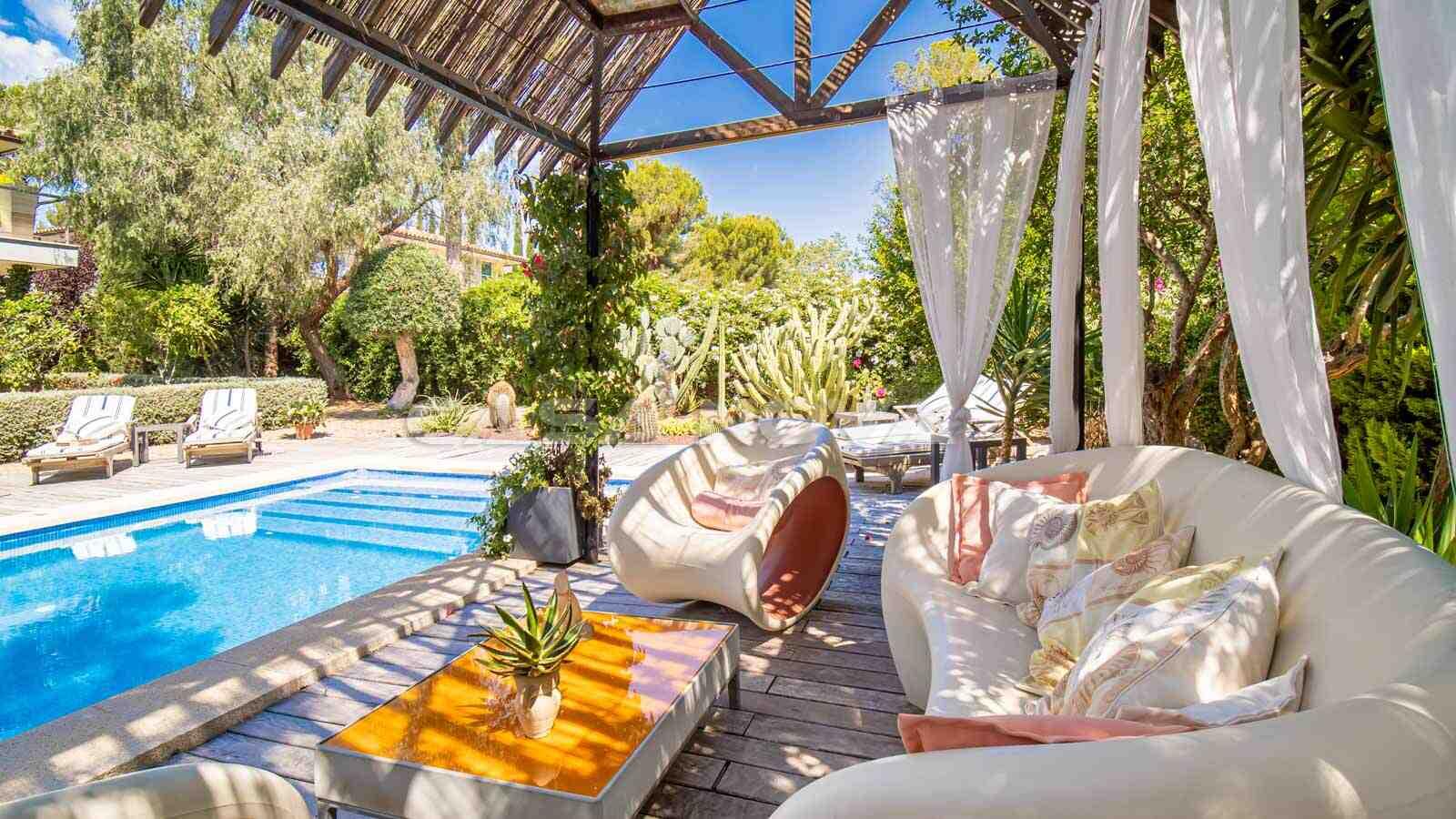 Insel Flair am Swimmingpool mit Terrasse