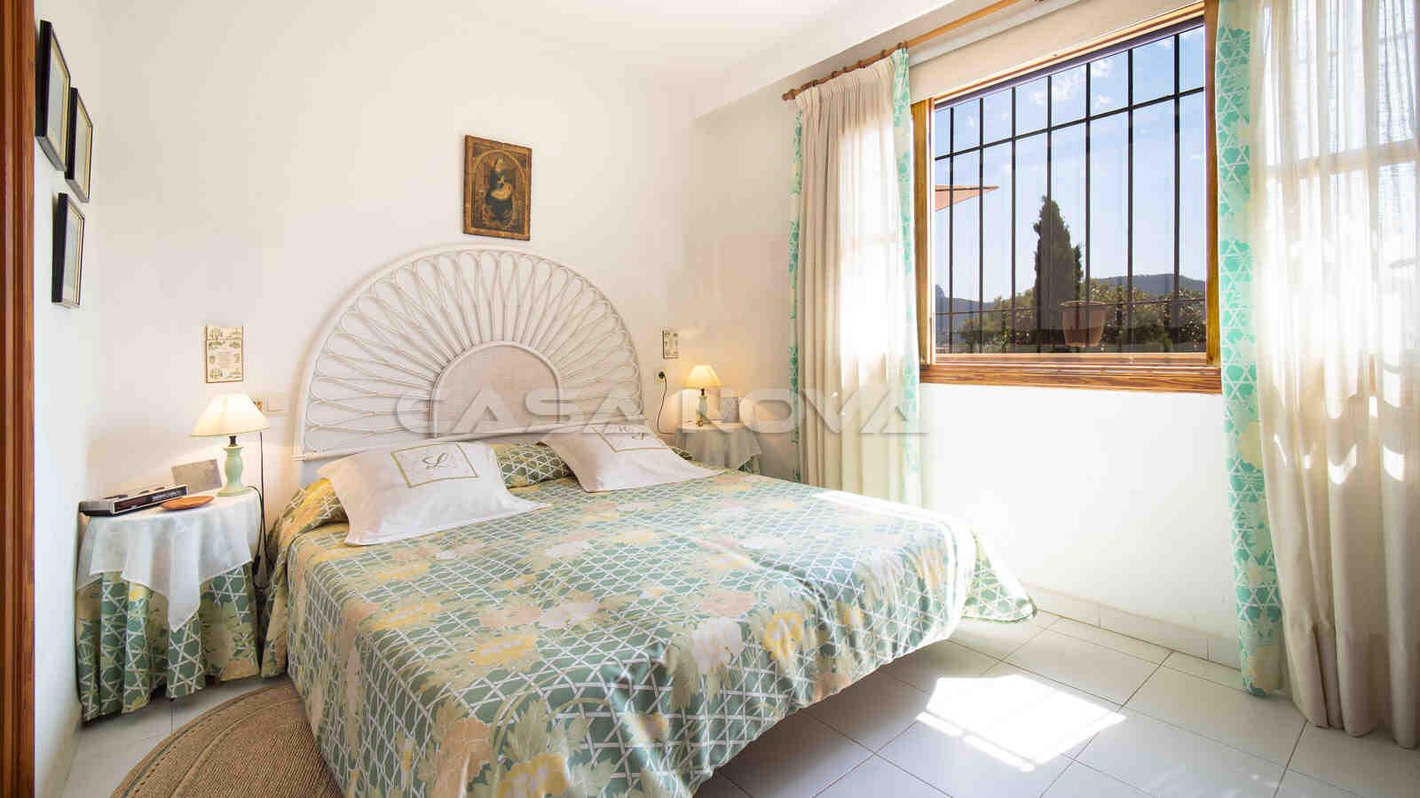 Geräumiges Doppelschlafzimmer mit schönem Blick