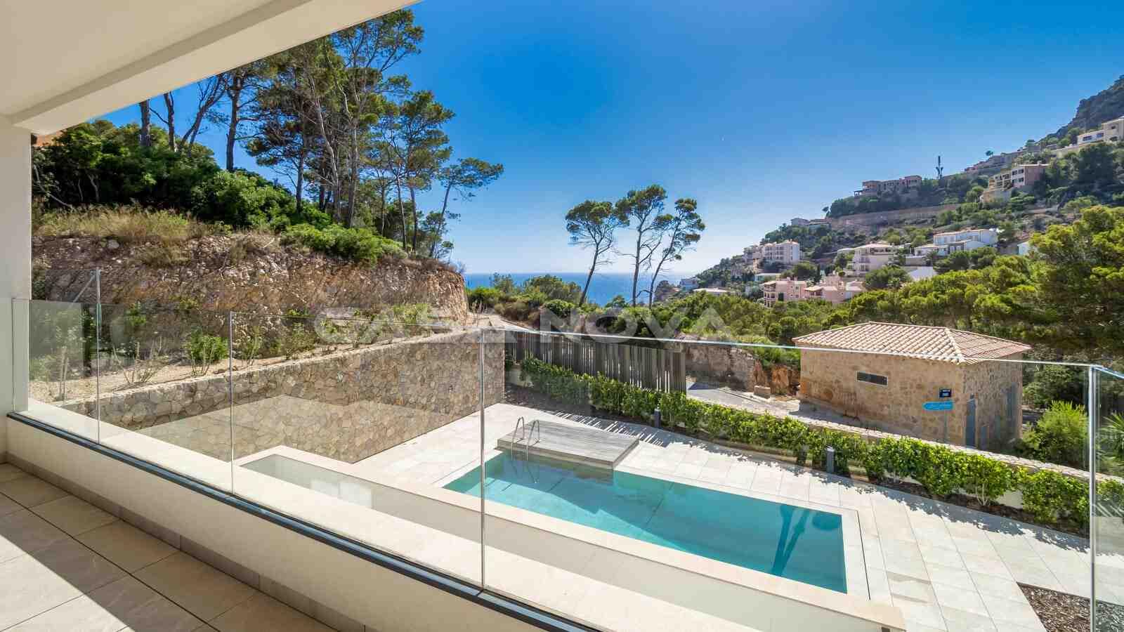 Idyllischer Ausblick in die Umgebung und Pool