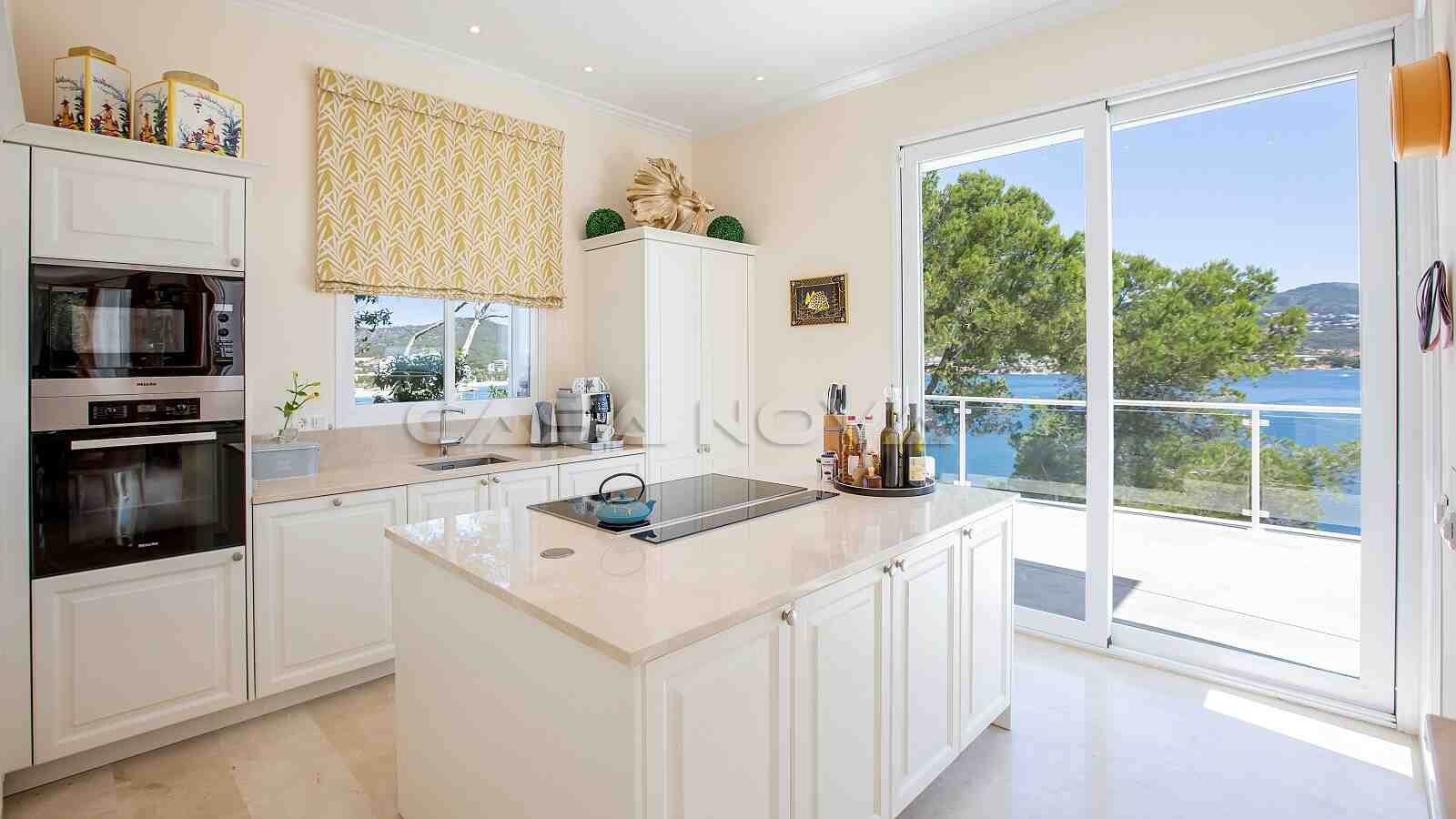 Modernisierte Mallorca Villa in 1. Linie mit Meerzugang