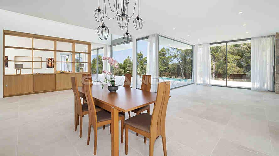 Neubau Villa mit eindrucksvoller Architektur in Top Qualit�t