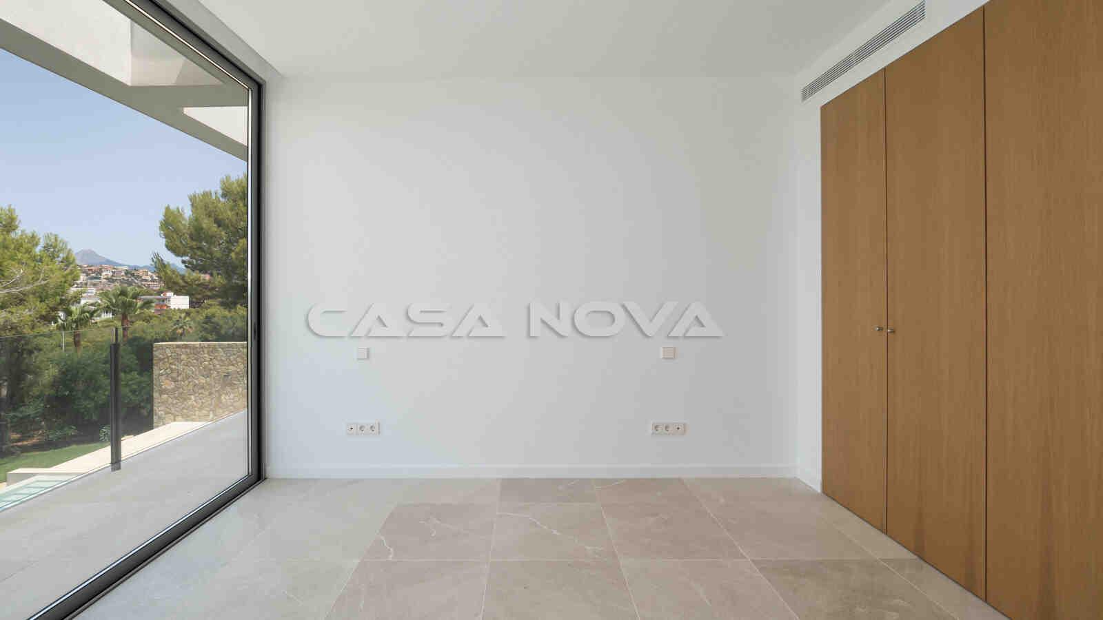 Neubau Villa mit eindrucksvoller Architektur in Top Qualität