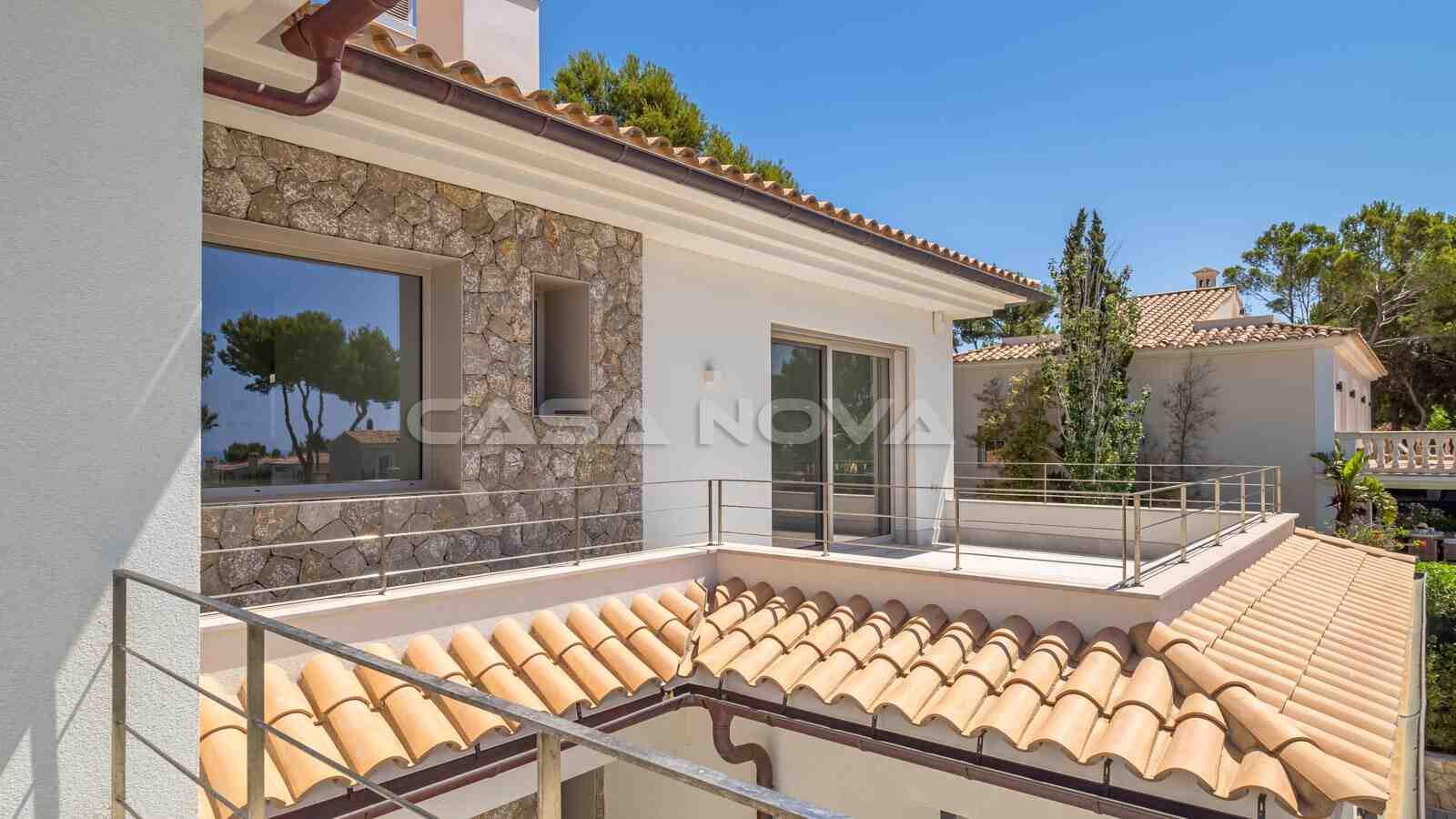Attraktive Neubau- Villa in modernem und mediterranem Design