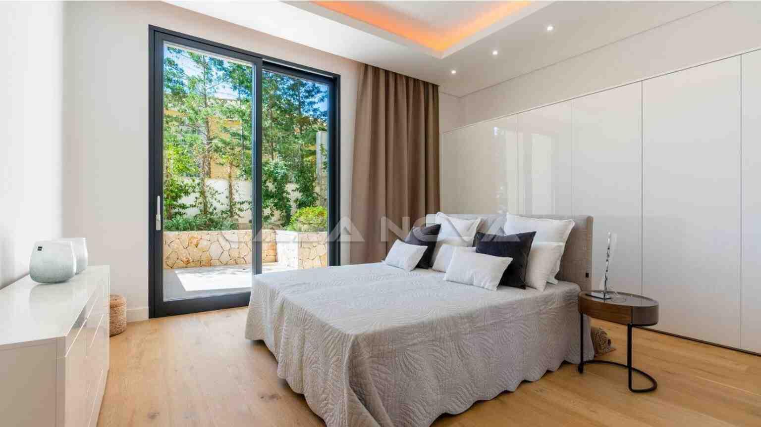 Designer Neubau- Villa der Extraklasse mit Meerblick