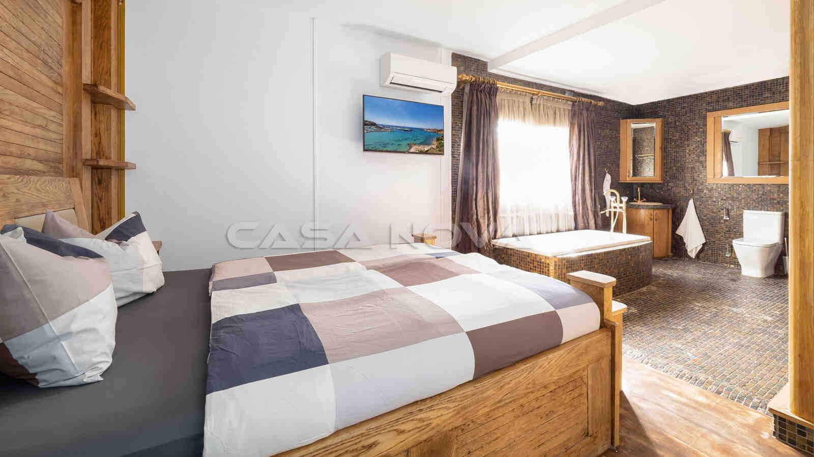 Grosses Doppelschlafzimmer mit en Suite Bad