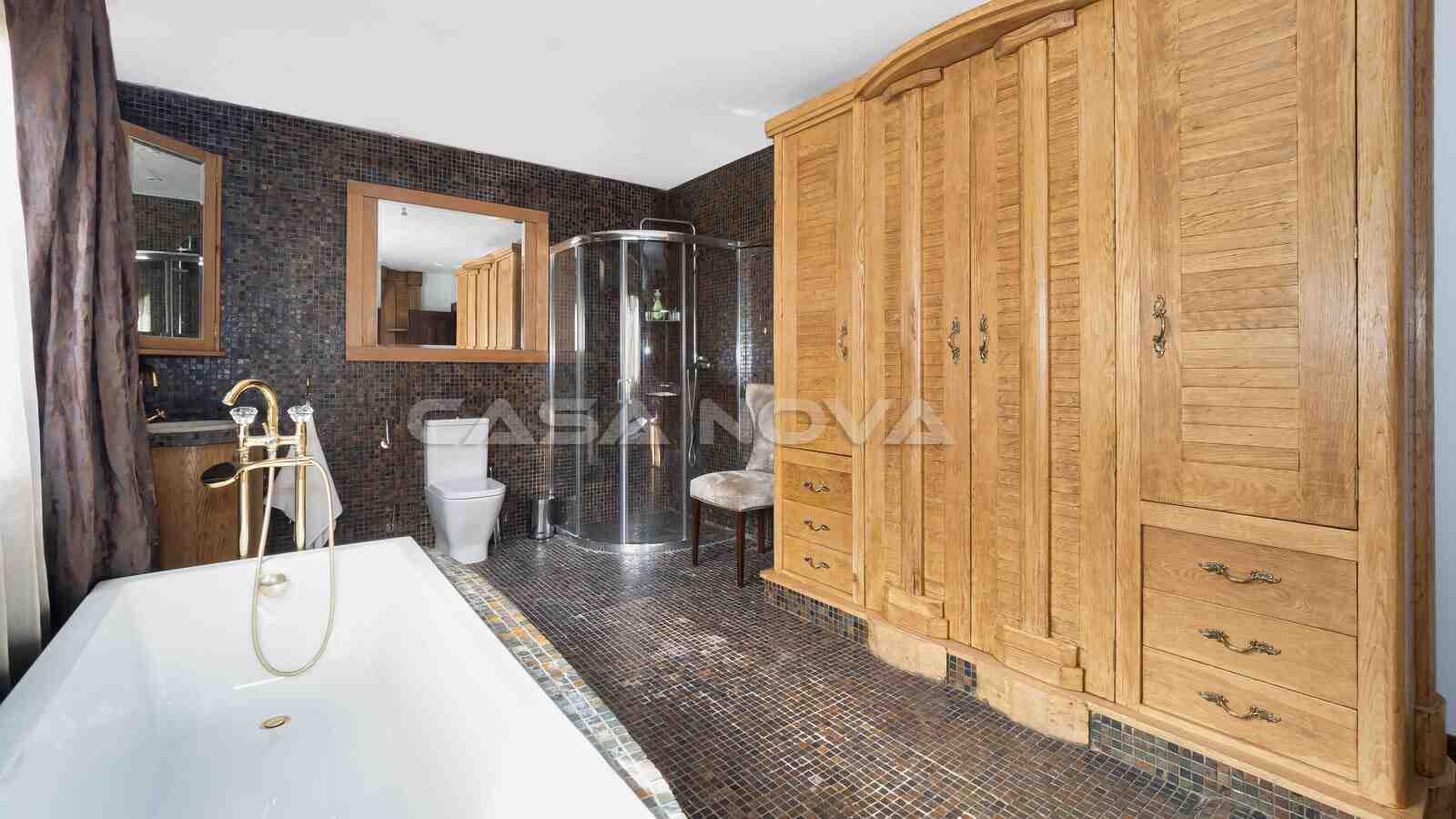 Charmantes Badezimmer mit Bad en Suite