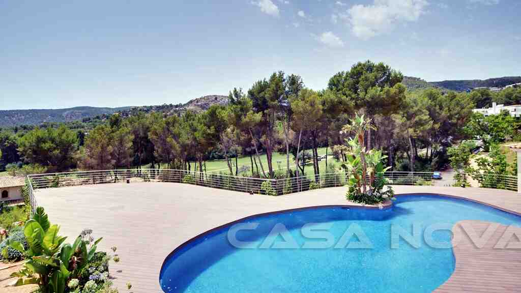 Traumhafter Ausblick von dem Pool auf den Golfplatz