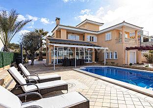 Villa in 2. Meereslinie mit Teilmeerblick und Ferienvermietungslizenz