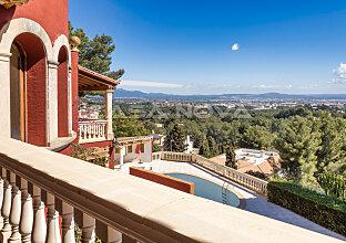 Mediterrane Villa mit Potenzial in exklusiver Villengegend